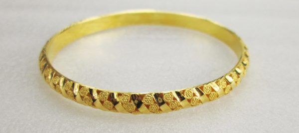 21 K Yellow Gold Bangle