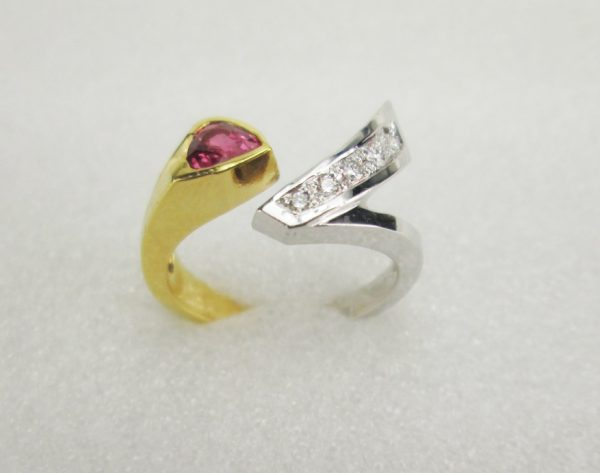 18K Yellow / White Gold Ring with stones